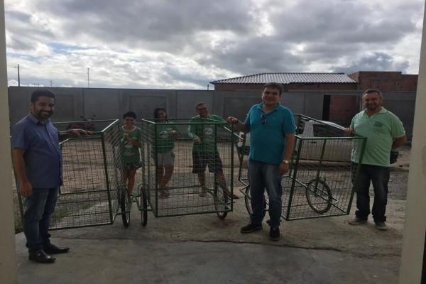 CPAC entrega carrinhos para coleta seletiva em Moita Bonita